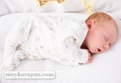 Почему возникает молочница у ребенка и ее характерные симптомы
