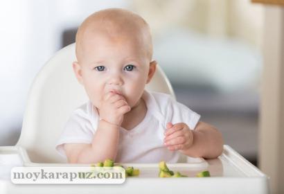 Малыш есть варенный кабачок