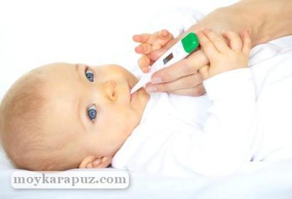 Измерение температуры у малыша