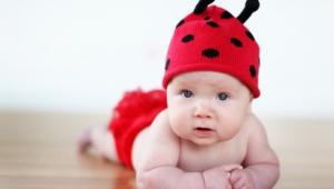 Ребенку 4 месяца, его развитие и питание
